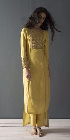 20 Unique salwaar styles to add to your Indian wedding outfits collection Indian Look, Indian Ethnic Wear, Pakistani Outfits, Indian Outfits, Ethnic Fashion, Asian Fashion, Anarkali, Lehenga, Style Africain