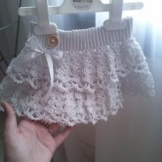 Crochet ruffled white lace baby girl / toddler skirt...I'll make my best friend make this for my future daughter :)