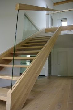 IMGP2524 Staircase Design Modern, Small Staircase, Timber Staircase, Open Stairs, Home Stairs Design, Glass Stairs, Floating Staircase, Railing Design, Interior Stairs