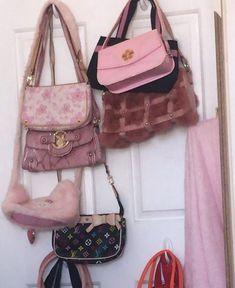 Fashion 90s, Fashion Moda, Look Fashion, Girl Fashion, Aesthetic Bags, Aesthetic Clothes, Luxury Purses, Luxury Bags, Mode Vintage