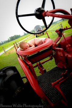 Inspiration For New Born Baby Photography : Country baby portraits www. Newborn Pictures, Maternity Pictures, Baby Pictures, Newborn Pics, Cute Photography, Newborn Photography, Photography Magazine, Family Photography, Baby Boys