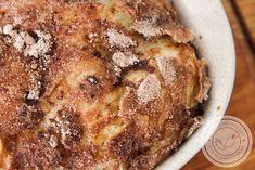 Quer praticidade na hora de preparar rabanada na Ceia de Natal ou na Ceia de Ano Novo? Então veja essa receita de Rabanada de Travessa no Forno, fácil de fazer, gostoso de comer e serve muita gente.