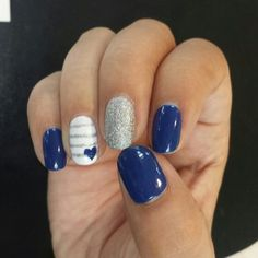 Uñas marineras azul y plata