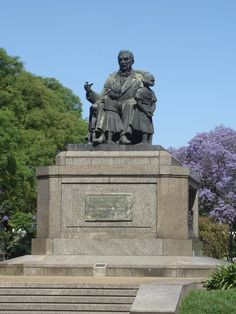 """My Buenos Aires Travel Guide: Monuments of Buenos Aires: """"El abuelo inmortal"""" (The Immortal Grandfather)"""