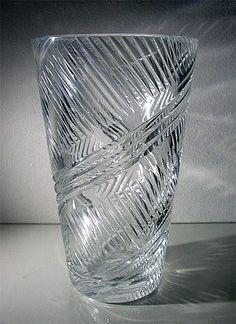 SAARA HOPEA - A crystal vase 'MNK/4450' for Nuutajärvi Notsjö, Finland.   [h. 7,5 cm - 12 cm - 20 cm] Glass Design, Design Art, Alvar Aalto, Crystal Vase, Finland, Modern Contemporary, Retro Vintage, Glass Vase, Mid Century