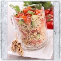 Σαλάτα με κινόα, ντομάτα και αγγούρι - Συνταγές - Tlife.gr Salad Bar, Salad Recipes, Oatmeal, Salads, Breakfast, Food, Lettuce Recipes, The Oatmeal, Morning Coffee