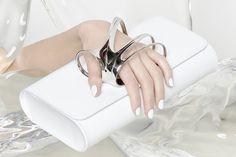 Nuevos diseños de Perrin Paris x Zaha Hadid. Espectaculares!! #clutch #handmade #luxury #design #beautiful #details