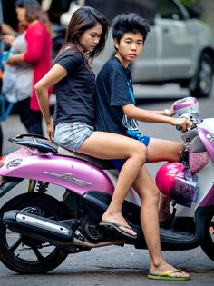 Afterwatching and admiring the poise and balance of Thai girls riding side-saddle on motorbikes for over 14 years, it dawned on me...... Why do they ride this way? Much more about Koh Samui and Thailand here: http://islandinfokohsamui.com/