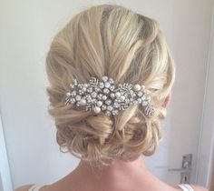 Latest Wedding Hairstyle Trends For Brides Wedding Hairstyles For Medium Length Hair With Hair Pearls