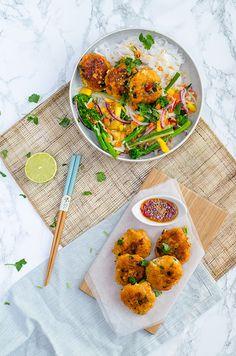 Makkelijke viskoekjes, het verrassende aan de viskoekjes is dat ze gemaakt zijn van verschillende soorten vis. Ze doen het super bij de Thaise salade.