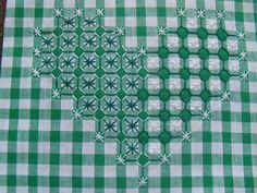 Bordado Español -- chicken scratch heart-- good example of how color can change the look of the same stitch Types Of Embroidery, Ribbon Embroidery, Cross Stitch Embroidery, Embroidery Patterns, Chicken Scratch Patterns, Chicken Scratch Embroidery, Bordado Tipo Chicken Scratch, Gingham Fabric, Embroidery Techniques