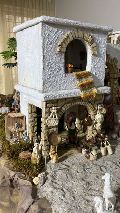 Christmas Nativity, Scale, Mexico, Diy Crafts, Science Fun, Christmas Manger, Wooden Dollhouse, Christmas Swags, Cardboard Houses