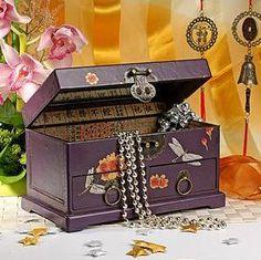 шкатулка сундучок с бижутерией и ювелирными украшениями