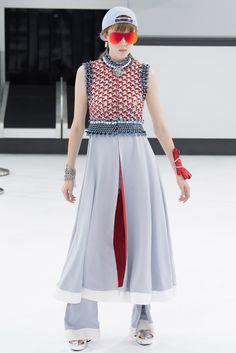 Chanel Falda pantalón futurista con complementos de los años 90