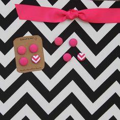 "Magnetic Board (24"" x 18"") Fabric magnet board -Bulletin board, Black and white chevron, Hot pink, Kids artwork, Girls room wall decor"