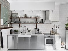 This Scandinavian kitchen from Entrance features IKEA cabinets with stainless steel cover panels. Savings Stretchers: 8 Times Inexpensive Materials Looked Really Great in the Kitchen Swedish Kitchen, Scandinavian Kitchen, Scandinavian Apartment, Scandinavian Interior, Beautiful Kitchen Designs, Beautiful Kitchens, Sweet Home, Apartment Kitchen, Kitchen Interior