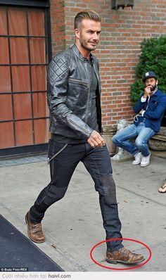 Các thánh cho e hỏi đôi giày Beckham đang đi là hiệu gì vậy? Sao nhìn như đôi giày e đi được mấy năm vậy? :D  NGƯỜI NỔI TIẾNG / GIÀY DÉP QUẦN ÁO XẤU CŨ ĐỂU / LẠ LÙNG  NGƯỢC ĐỜI
