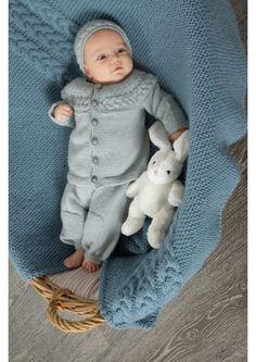 Mikael Hentesett i Lys Blå, kjøp den som strikkepakke hos HoY. Knit Crochet, Crochet Hats, Baby Barn, Baby Knitting, Kids Rugs, Denim, Store, Sweaters, Fashion