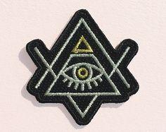 All Seeing Eye Patch - Bügeleisen auf - Gestickte Applique - Evil Eye - Pyramide - Illuminati - schwarz - Gold - Silber