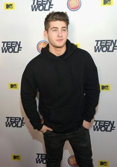 Cody Christian attends the MTV Teen Wolf Los Angeles Premiere Party on December 2015 in Hollywood, California. Teen Wolf Ships, Teen Wolf Boys, Cody Christian, Dove Cameron, Pretty Little Liars, Pretty Boys, Bad Boys, Light Blue Jean Jacket, Meninos Teen Wolf