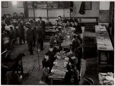 Roman Vishniac 1935 - Mealtime in Rabbi Rabinowitz's study room, Munkachevo, Czechoslovakia