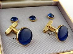 Very nice set by Swank featuring blue simulated sapphire cabochons. Great condition in original box! Great set of cufflinks and matching studs signed Swank.