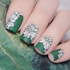 Floral stamping nail art from @iv_juli, 3D flower nails, do you like this style? More details shared in bornprettystore.com. Try it soon.