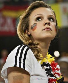 2014 world cup heart shape german flag tattoo on face face painting Hot Football Fans, Football Girls, Soccer Fans, Soccer Girls, German Girls, German Women, Psg, Hot Fan, Madrid