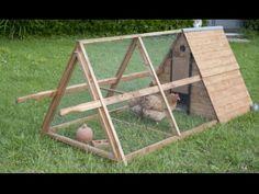 Construir un gallinero móvil A Frame Chicken Coop, Backyard Chicken Coop Plans, Building A Chicken Coop, Chickens Backyard, Keeping Chickens, Raising Chickens, Roof Truss Design, Chicken Club, Plant Projects