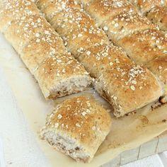 Rågkusar i långpanna Marzipan, Hot Dog Buns, Feta, Baking Recipes, Tart, Rolls, Food And Drink, Dessert, Fiber
