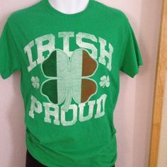 Irish Proud flag of Ireland clover retro shirt. Great condition. 100% cotton. Great for guy or gals. Show your Irish pride! Cute. Small chest (pit to pit) 17 1/2 length 27 1/2  Thanks & enjoy! > digginfortreasure.etsy.com :)              MORE BELOW 10/2/16  Currier https://www.etsy.com/listing/476737577/81-piece-currier-and-ives-set-china-by?ref=shop_home_active_2  Big B Coach https://www.etsy.com/listing/463598527&...
