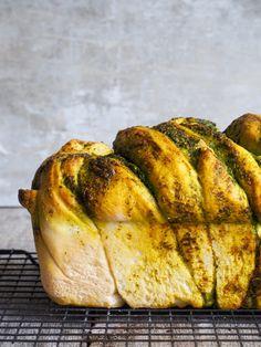Flettebrød med pesto - Mat På Bordet Pesto, Turkey, Bread, Baking, Food, Patisserie, Breads, Bakken, Bakeries