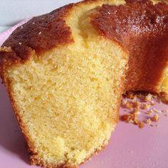Pra quem pediu segue a receita do bolo de fubá: INGREDIENTES: ✔️01 copo de fubá✔️01 copo de farinha de trigo✔01copo de óleo faltando ✌🏼️dedos para encher✔️costumo colocar 2col. cheia de margarina e menos óleo, mais é opcional,ok.✔️01 copo de açúcar✔️pitada de sal✔️03 ovos✔️01 copo de leite✔️01 col. de pó royal.  PREPARO: Coloque o leite, açúcar, ovos e sal e bata bastante depois acrescente os ingredientes secos e bate mais um pouco e por fim o pó royal este não precisa bater só misture com…
