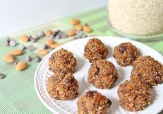 These quinoa chocolate chip bites are made with almonds and dried cherries for a healthy and fun way to snack! Baking Recipes, Snack Recipes, Dessert Recipes, Protein Recipes, Healthy Sweets, Healthy Snacks, Healthy Drinks, Healthy Eating, Quinoa Cake