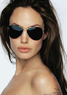 Angelina Jolie in aviator (Ray Bans) Angelina Jolie, Jolie Pitt, I Love Fashion, Passion For Fashion, Fashion Design, Cheap Fashion, Cristian Dior, Ray Ban Aviator, Actrices Sexy