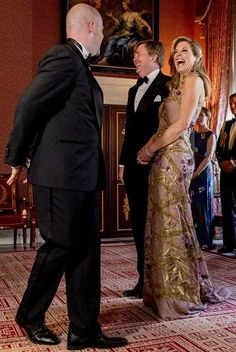 King Willem-Alexander and Queen Maxima host a dinner for 150 Dutch people to celebrate his birthday in the Royal Palace on April 2017 in Amsterdam. Royal Fashion, Timeless Fashion, Love Fashion, Vintage Fashion, Queen Of Netherlands, Dutch Queen, Dutch Royalty, Royal Jewelry, Queen Maxima