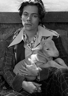 Harry Styles returns in a new Gucci Tailoring campaign shot in the gardens of Villa Lante. Gucci Tailoring at Villa Lante Harry Edward Styles, Harry Styles Eyes, Harry Styles Fotos, Harry Styles Baby, Harry Styles Pictures, Love Of My Life, My Love, Mr Style, Family Show