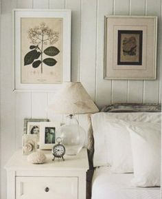 bedside décor ( I don't like the lamp that close to the bed )