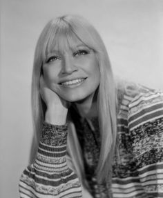Mary Travers one third of the renowned, Peter Paul & Mary, who were a huge musical influence on me in the 60s Music, Folk Music, Music Icon, Mary Travers, Laura Nyro, Peter Paul And Mary, Buffy Sainte Marie, Female Rock Stars, Kris Kristofferson
