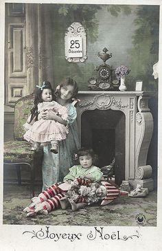 Joyeux Noel vintage French Christmas postcard, little girls with dolls. Vintage Christmas Photos, Vintage Children Photos, Victorian Christmas, Vintage Holiday, Vintage Pictures, Vintage Images, French Christmas, Vintage Greeting Cards, Vintage Postcards