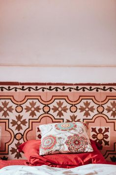 Traditional Accommodation Morocco: From Riads in Marrakech and Kasbahs - Suggestions Morocco Bedroom, Home Interior Design, Decor, House Interior, Boho Chic Interior Design, Interior, Interior Design School, Bohemian Bedroom Design, Home Decor