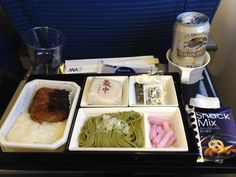 最近、ANAの機内食はいつも最中と素麺がでてくる。最中はなぁ…( ;´Д`)
