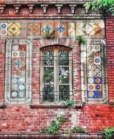 Arched Windows, Windows And Doors, Gate Way, Picture Places, Cool Doors, Building Art, Tile Art, Doorway, Amazing Architecture