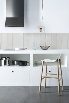 Bar stool / contemporary / aluminum / in wood - SHARKY by Neuland. Paster & Geldmacher - Kristalia