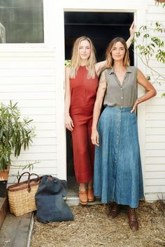 Playa founder Shelby Wild, left, and hairstylist Kristen Shaw outside Shaw's soon-to-open Venice salon. Denise Vasi, California Cool, Beach Hair, Vogue Magazine, New Hair, New Work, Wedding Hairstyles, Hair Care, Handsome