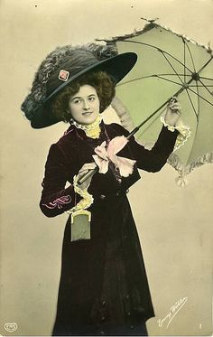 Victorian Postcard of Fashionable Lady With Parasol