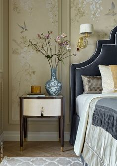 Wallpaper Room Decor Get inspired by these modern bedroom design projects. Wallpaper Room Decor Get inspired by these modern bedroom design projects. New Interior Design, European Home Decor, Home Decor Bedroom, Bedroom Wall, Bedroom Rugs, Bedroom Ideas, Design Bedroom, Classic Bedroom Decor, Stylish Bedroom