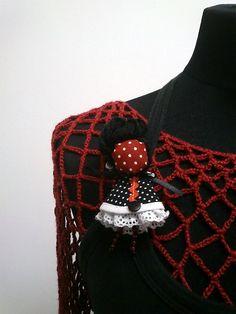 maramanufaktura / brošňa mini MARA /červeno-čierno-biela/