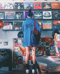 Bisexual, retro look, loves music Music Aesthetic, Aesthetic Grunge, Aesthetic Vintage, Aesthetic Photo, Aesthetic Pictures, Instagram Music, Photo Instagram, Photo Vintage, Retro Vintage