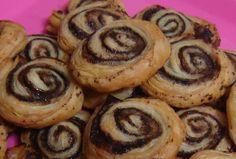 Σοκολατένια ρολάκια σφολιάτας - Συνταγές Μαγειρικής - Chefoulis Greek Dishes, Food Porn, Muffin, Birthdays, Birthday Cake, Yummy Food, Sweets, Cookies, Breakfast